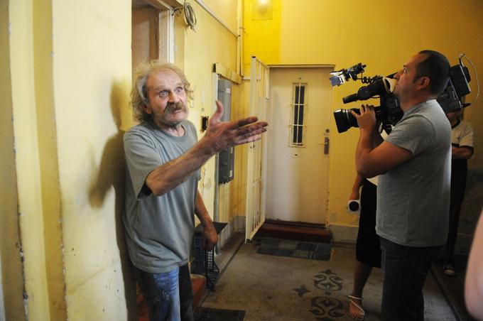 Hüvelyes a  Magyar Szociális Fórum sajtótájékoztatóján, kamerák előtt (forrás: terezvaros.hu)